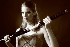 De vrouw van de strijder met zwaard Royalty-vrije Stock Fotografie