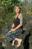 De vrouw van de tatoegering in sarongen Royalty-vrije Stock Afbeeldingen