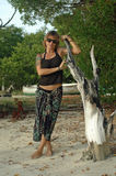 De vrouw van de tatoegering in sarongen Stock Afbeelding