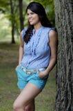 De vrouw van de tiener in park royalty-vrije stock afbeelding