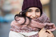 De Vrouw van de winter openlucht Stock Afbeeldingen