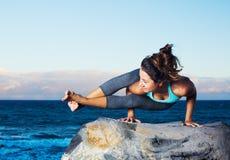 De vrouw van de yoga stock afbeeldingen