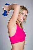 De Vrouw van het gewichtheffen Stock Foto's