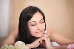 De Vrouw van het kuuroord Close-up van een Beautiful Woman Getting Spa Behandeling stock afbeelding