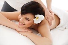 De Vrouw van het kuuroord Close-up van een Beautiful Woman Getting Spa Behandeling royalty-vrije stock afbeeldingen