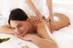 De Vrouw van het kuuroord Close-up van een Beautiful Woman Getting Spa Behandeling stock foto