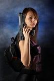 De vrouw van het vrije slag het stellen met kanonnen Stock Fotografie