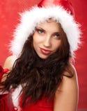 De vrouw van Kerstmis met een gift in haar handen stock foto's
