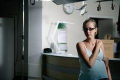 De vrouw van Prengant in het ziekenhuis Stock Foto's