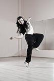De vrouw van Smiley in dans Stock Foto's