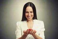 De vrouw vouwde haar handen en het kijken Royalty-vrije Stock Foto