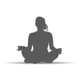 De vrouw in yoga stelt de vector van de silhouetkunst Stock Afbeeldingen