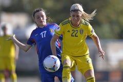 De vrouwelijke actie van het voetbalspel Stock Fotografie