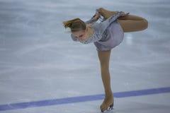 De vrouwelijke Cijferschaatser voert Kuikensdames Vrij het Schaatsen Programma bij de Arenakop van Minsk uit Stock Afbeelding