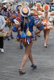 De vrouwelijke dansers bij Corpus Christi paraderen Stock Afbeeldingen