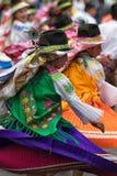 De vrouwelijke dansers kleedden zich in traditionele kleding Stock Foto