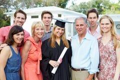De vrouwelijke Graduatie van Studentenand family celebrating Royalty-vrije Stock Foto
