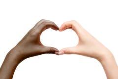 De vrouwelijke handen tonen hart op witte achtergrond Royalty-vrije Stock Afbeeldingen