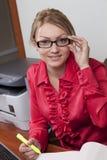 De vrouwelijke manager neemt nota's royalty-vrije stock afbeeldingen