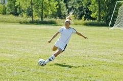 De vrouwelijke Ondergeschikte Actie van het Voetbal van de Universiteit Royalty-vrije Stock Foto's