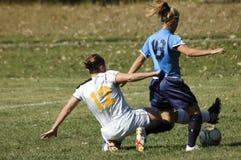 De vrouwelijke Ondergeschikte Actie van het Voetbal van de Universiteit Stock Foto