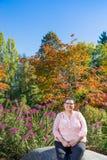De vrouwelijke Overlevende die van Borstkanker Levensstijl hervatten Royalty-vrije Stock Afbeelding