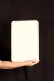 De vrouwelijke Ruimte van het Exemplaar van Whiteboard van de Holding van de Hand Royalty-vrije Stock Afbeelding