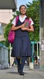 De vrouwelijke School van Studententeenager walking to stock foto