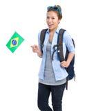 De vrouwelijke vlag van Brazilië van de vrouwenholding met rugzak Stock Foto