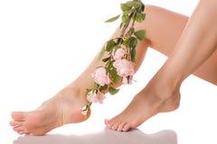 De vrouwelijke voeten hielen bloemen Stock Afbeelding