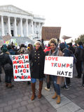 De Vrouwen die van de Soedan tegen Donald Trump protesteren Stock Foto's