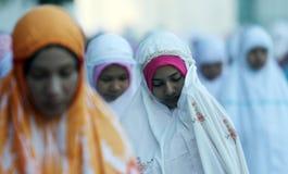 De vrouwen doen het bidden ied werf Indonesië Centraal Java Surakarta palac Royalty-vrije Stock Fotografie