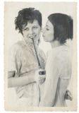 De vrouwen koppelen uitstekende fotostylization Stock Fotografie