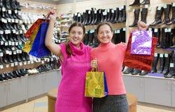 De vrouwen in ondergoed winkelen Stock Foto