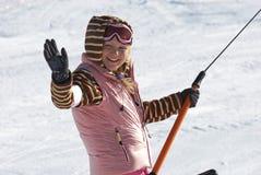 De vrouwen op ski nemen zijn toevlucht Stock Foto's