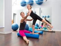 De vrouwen persoonlijke trainer van de aerobics van kinderenmeisje Royalty-vrije Stock Foto's