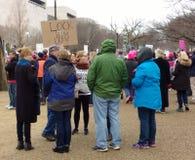 De vrouwen ` s Maart op Washington DC, sluiten hem omhoog, Protesteerdersverzameling tegen President Donald Trump Stock Afbeeldingen