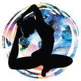 De vrouwen silhouetteren One-legged yoga van de koningsduif stelt Eka Pada Rajakapotasana Stock Fotografie