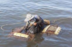 De vrouwen van de krabvisser in Kep, Kambodja royalty-vrije stock afbeeldingen
