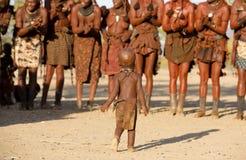 De vrouwen van Himba het dansen Stock Afbeeldingen