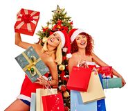 De vrouwen van Kerstmisvrienden met het winkelen zak en giftdoos Stock Fotografie