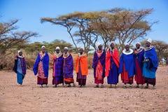 De vrouwen van Maasai in hun dorp in Tanzania, Afrika Stock Foto's