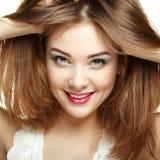 De vrouwengezicht van de schoonheid Het jonge meisje glimlachen Geïsoleerd op witte backgro Stock Fotografie