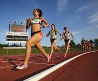 De Vrouwenlange afstand van het rasspoor Stock Afbeeldingen