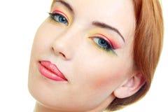 De vrouwenmodel van de manier met schoonheids heldere samenstelling Stock Fotografie