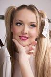 De vrouwenpop van de aankoop het glimlachen Stock Afbeeldingen
