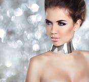 De Vrouwenportret van de glamourmanier. Geïsoleerd op bokehlichten Backgro royalty-vrije stock foto