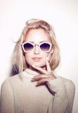 De vrouwenportret van de manier Het haar van de zonnebrilhippie Royalty-vrije Stock Fotografie
