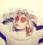 De vrouwenportret van de manier Het haar van zonnebrilhippi Royalty-vrije Stock Fotografie
