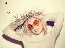 De vrouwenportret van de manier Het haar van zonnebrilhippi Royalty-vrije Stock Foto